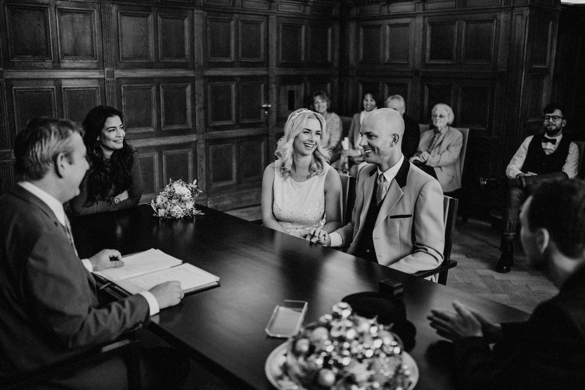 Dusseldorf Hochzeit Standesamt 19 Lukas Piatek Photography