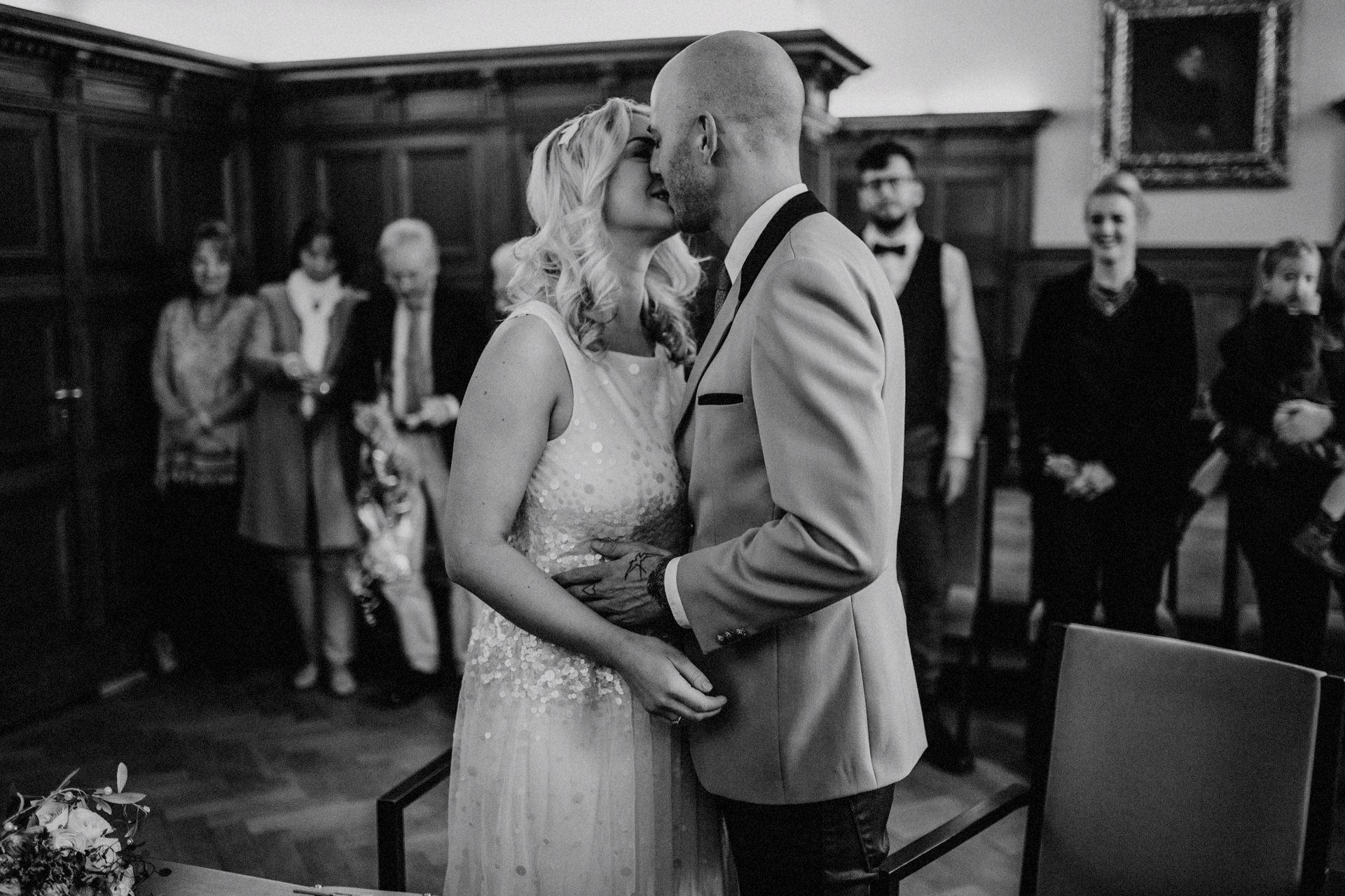 Dusseldorf Hochzeit Standesamt 17 Lukas Piatek Photography