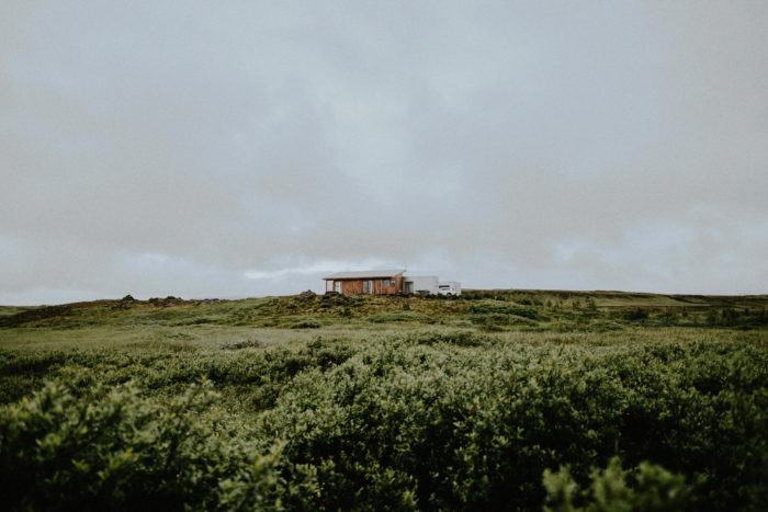 A wonderful little apartment is hidden in the Icelandic hinterland, surrounded by meadows.