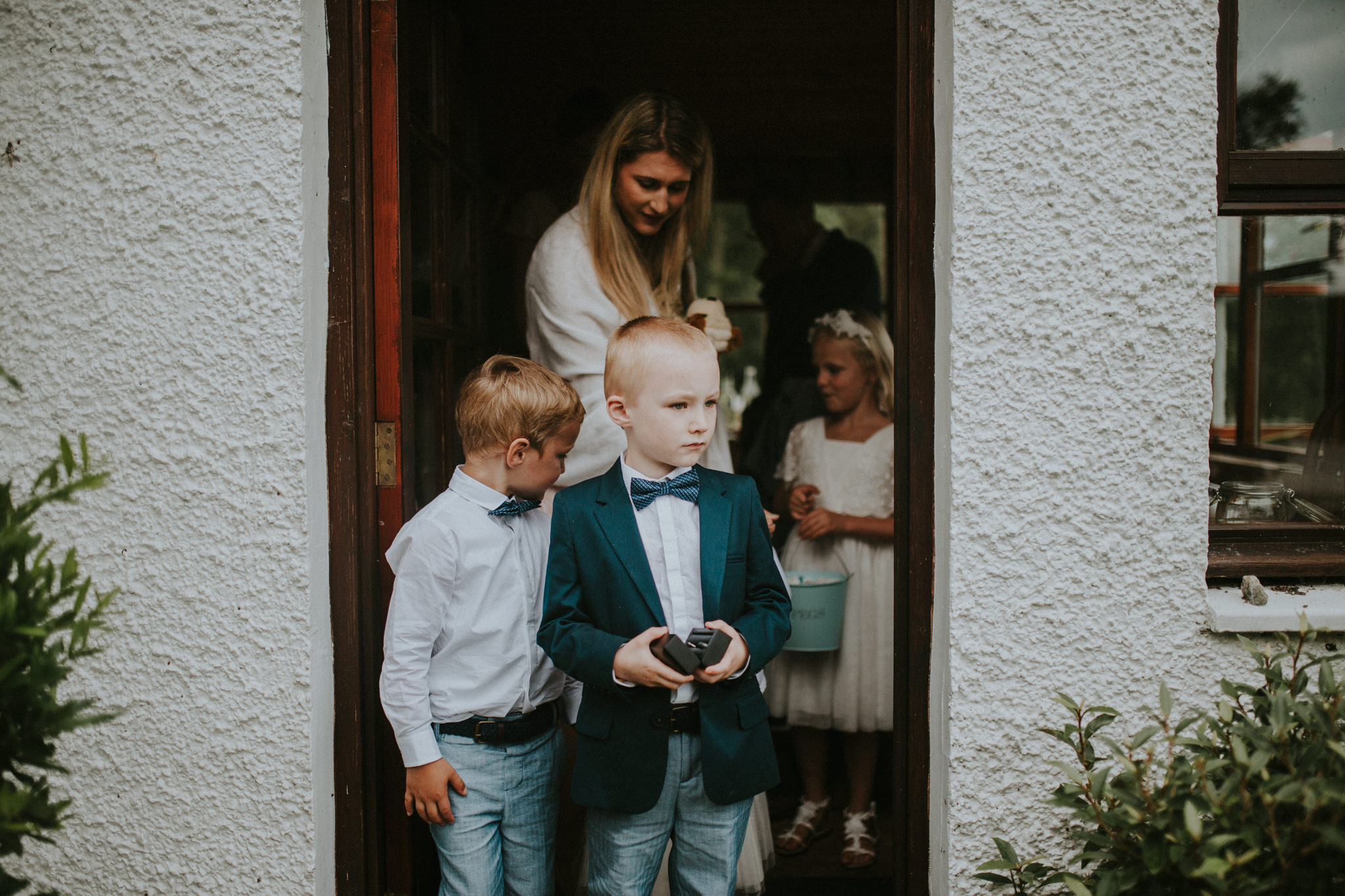 A wedding guest and children are leaving the cottage.